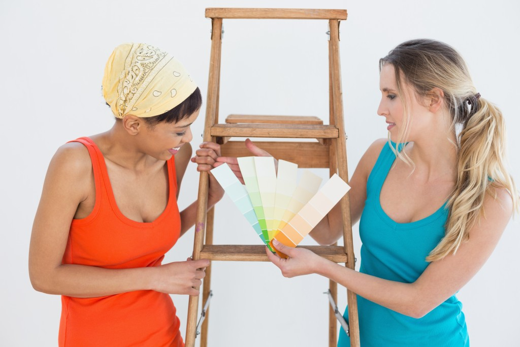 Make decisions together or consider your roommates personality when making choices about paint colours, furniture and more.